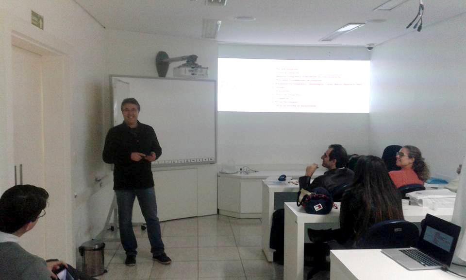 Dr. Roberto Gião em apresentação